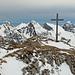 Gipfelkreuz auf der Hochmatt (nicht auf dem höchsten Punkt), dahinter Vanil d' Arpille, Schopfenspitz, Combiflue und Chörblispitz