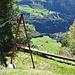 Die aus dem Film bekannte Lastseilbahn unterhalb der Wildheuerhütten. Unten: die Schafmatt.