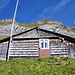 Die unterste, aus dem Film bekannte Wildheuerhütte. Oben das Gipfelziel: der Gross Sternen.