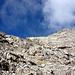 Oben der SW-Grat der nach rechts zum Gipfel zieht.