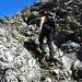 in der gesicherten Schlüsselstelle im Aufstieg zum Forstberg