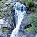 Le cascate si gettano in grandi vasche di acqua cristallina