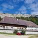 Hof Bettlachberg. Im Hintergrund die Wandflue