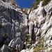 """Abstiegsrinne mit """"schwierigster"""" Kletterstelle links"""