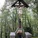 All'ingresso della località di Montepiatto osserviamo un grande crocifisso eretto dai Tornaschi.
