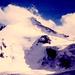 Das Brunegghorn mit der Route : Ganz rechts im Schatten durch den Bruch des Abberggletschers hoch in die Sonne und gaaanz nach links außen auf die Schneeschulter und von da über den Grat zum Gipfel. Abstieg auf der Rückseite ( Turtmanngletscher ) zum Brunegg- und dann Schöllijoch. Der Grat sieht von hier wesentlich flacher aus, als er in Wirklichkeit ist !