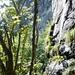 Von Lagua nach Carugo - Blick zur Felswand oberhalb Garina