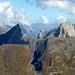 Über der Bergstation des Nördl. Trittkopfes paradieren die Roggspitze und die Valluga.