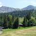 Gesehen von der Axalp aus: Link Axalphorn, dazwischen Bergstation Militär, rechts Tschingel