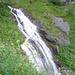 es werden des öfteren kleine Bäche gequert, es gibt auch ein paar kleinere und größere Wasserfälle zu bestaunen