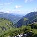 der Ausblick wird immer besser, das Wetter ist wunderbar<br /><br />unten im Tal ist der Ausgangspunkt der Tour sichtbar