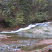 in Kaskaden rauscht das Wasser flussabwärts