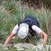 [U sglider] im Element – nicht auf den Knien auf der Suche nach Kontaktlinsen, sondern ziemlich senkrechtem Gras-/Felsgelände (Steilaufstieg zum Talaia d'Alcudia)