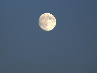 Dunkel wurd's der Mond schien helle...