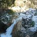 Weiter oben werden die Felsbrocken im Fluss langsam größer.