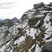 Neve sul versante est del P. di Piotta e, sullo sfondo, Cima dellUomo