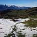 Abstieg von Stampf, hier nur noch wenig Schnee. Blick zum Stockhorn