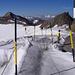 wirklich .. gut .. gesichert  - dieser gefährliche Gletscherpfad ;)<br /><br />rechts der Kleine Isidor (3200m) links der Schussgrubenkogel (3211m, siehe Tourenberichte)