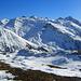 rechts unten liegt Oberwald,den Hang von rechts nach links hoch zum Tällistock am Vortag. das Gr. Muttenhorn müsste der 2.Kegel v.l. sein.