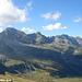 Der Pizzo di Claro und die östliche Fortsetzung der Bergkette vom Piz de Molinera aus gesehen.