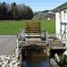 Bei einer Mühle ist sogar noch ein Wasserrad im Betrieb
