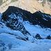 Die heiklen 20 Höhenmeter direkt unterhalb des Gipfelkreuzes, die eine T4 für diese Tour rechtfertigen - das Gelände fällt steiler ab, als es hier aussieht