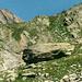 """Zitat aus R.Rubi ( s. Text ) : """" Der Kastenstein und seine von Menschenhand gefügten Schutzmäuerchen - eine Zeitlang gab es sogar eine hölzerne Türe - haben ein Jahrhundert überdauert. Der historische Ort wird etwa noch von Berggängern aufgesucht, die den ehrwürdigen Zeugen alpiner Geschichte mit Respekt betrachten. """""""