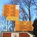 Wegweiser auf dem Pass der Wintersingerhöchi (603m). Es hat hier auch eine Busstation so dass nahezu jedermann ohne Mühe die Sissacher Flue besuchen kann.