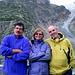 Trois participants satisfaits et affamés au pied du glacier de Pré-de-Bard