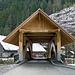 Die neue Holzbrücke zum Gasthof Kemmeriboden