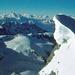 Auf dem Gipfel dann riesige Wechten und der Blick in`s Wallis