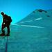 Erste Sonnenstrahlen am Wyssi Frau - NW-Grat. Oben zwei Seilschaften kurz unter dem Gipfel.