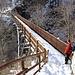<b>Superiamo il ponte ligneo sulla Breggia che ci riporta in territorio svizzero.  In circa mezz'ora di comodo cammino raggiungiamo Scudellate.</b>