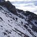 der wenige Schnee erleichtert den Schuttaufstieg etwas