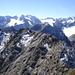 schöne Stubaier Alpen; links die Östliche Seespitze, darunter der Alpeiner Ferner. Daneben die Ruderhofspitze, ganz rechts Schrandele und der Schrankogel; im Vordergrund der Verbindungsgrat zur Hohen Villerspitze