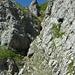 Ein genauerer Blick zeigt die erste Kletterstelle und den oberen Grastrichter.