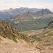 Kurz unterhalb der Seelücke; Blick zurück zur Saarbrücker Hütte. Linke Seite das Montafon (Vorarlberg), rechts das Paznauntal in Tirol