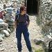 Corinne mit Aaron vor dem Portal der zugänglichen Silbermine
