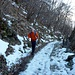 Sterrato che sale al Bolettone, ghiacciato ma poca neve