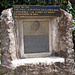 Gedenktafel zu Ehren von Hans Meyer (Erstbesteiger)