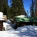 noch viel Schnee bei den Hütten