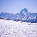 Auf dem Lötschenpass öffnet sich die Aussicht nach Süden mit dem dominierenden Bietschhorn ( 3934m )
