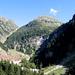 Uno sguardo indietro, sopra la cascata si vede il tratto di sentiero che porta dall'Alpe di Giumela al passo.