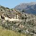 die Höhlenwohnungen von Es Cosconar schmiegen sich in die Felswand