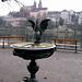 Una fontana sulla Oberen Rheinweg.