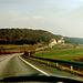 Auf der Autobahn (Nürnberg - München) am Kindinger Berg, Altmühltal<br />Dies war Nostalgie pur! <br />Bei einer Steigung von ca. 6% war es in den 30er Jahren nicht möglich mit Beton zu arbeiten. Deshalb ist die Autobahn auf einer Läge von 6 km gepflastert (Höchstgeschwindigkeit 100 km/h wegen Lärmschutz).