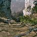 Beim Sasso Grande sieht man zwischen den Denti hindurch ins Valcolla.