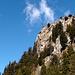 La bastinata rocciosa che lo sovrasta (Piz Martum)