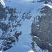 Ja, bei der Überschreitung muss man da runter ..., es hat sogar Skispuren von einem ganz Unerschrockenen...