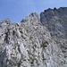Am Einstieg des Adlerspitzli-Südgrates. Darüber ragt der Geissstock in den Himmel.